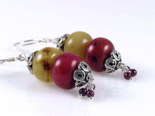 p-689-grapes-ear2-wtm.jpg